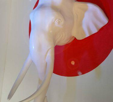 หัวช้างสีงาตกแต่งผนัง